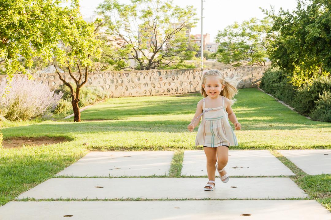 Fotos infantiles en espacios abiertos - Exterior familia MIRAMEQUETEVEO  HD -2961