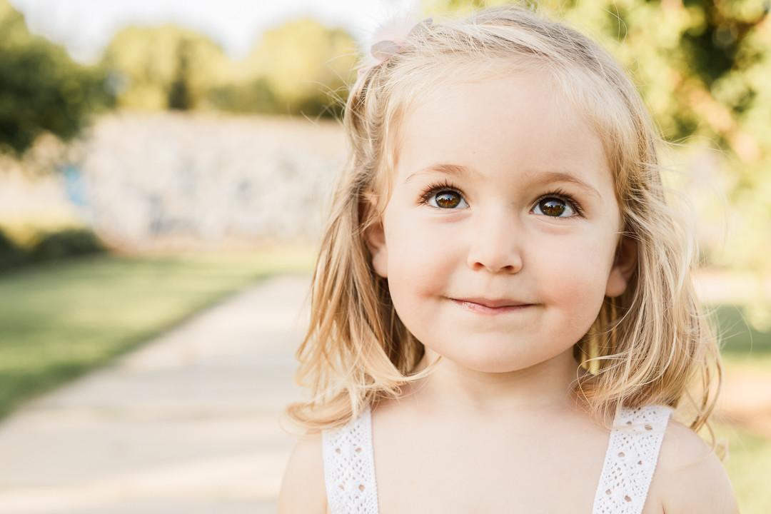 Fotos infantiles en espacios abiertos - Exterior familia MIRAMEQUETEVEO  HD -3092